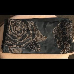 Accessories - Scarf, blue and tan rose patterned